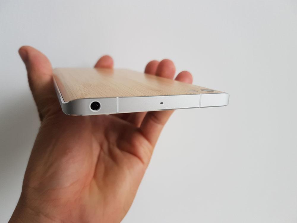 Trên đỉnh Xiaomi Mi Note là jack cắm 3.5 mm