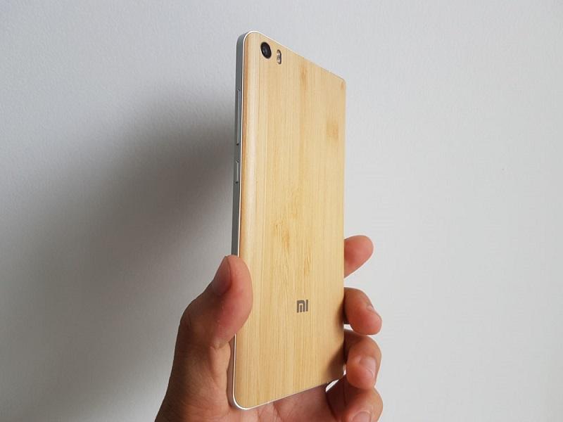 Xiaomi Mi Note có kích thước 155.1 x 77.6 x 7 mm và nặng 161 g