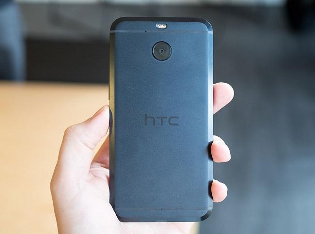Mặt lưng HTC 10 Evo