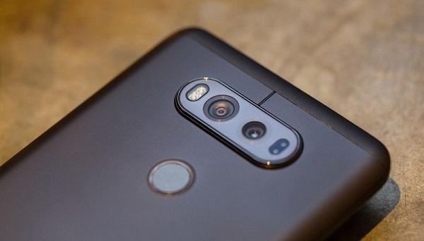 Mặt sau LG V20 chính hãng là cụm camera kép và cảm biến vân tay