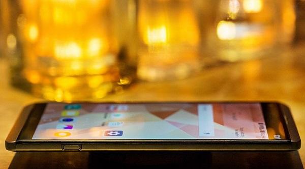 LG V20 có số đo kích thước 159.7 x 78.1 x 7.6 mm và nặng 174 g