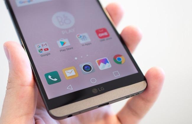 Phía dưới màn hình LG V20 chính hãng là 3 phím điều hướng Android quen thuộc