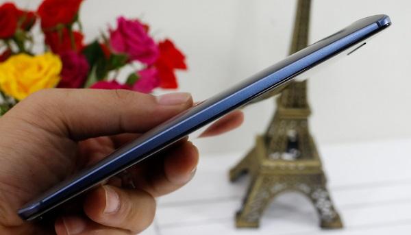Google Nexus 6 thiết kế cạnh bên