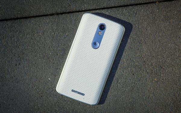 Mặt lưng Motorola Droid Turbo 2 cũ nổi bật với hoa văn đẹp mắt
