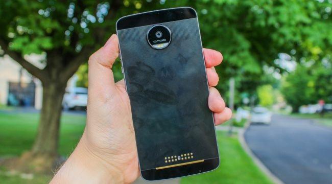 Motorola Moto Z cũ có thể chống nước nhẹ