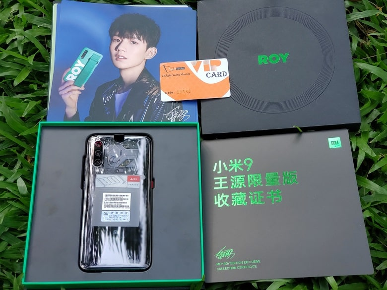 mở hộp Xiaomi Mi 9 Roy Wang Custom Edition