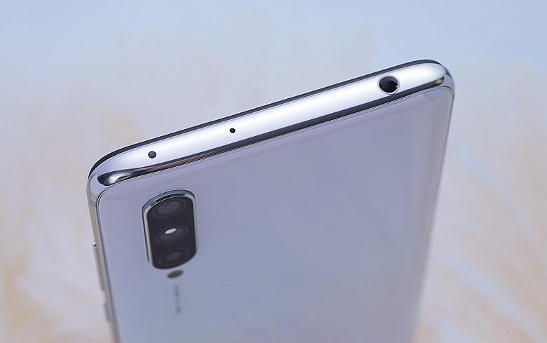 thiết kế Xiaomi Mi CC9 vẫn giữ nguyên jack tai nghe