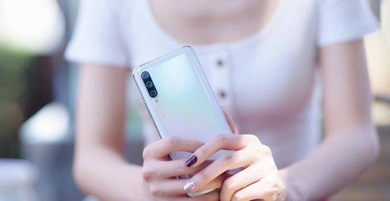 Xiaomi Mi CC9 sở hữu thiết kế bóng bẩy hiện đại