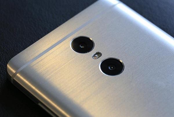 Cận cảnh cụm camera kép của Xiaomi Redmi Pro