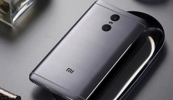 Mặt sau Xiaomi Redmi Pro nổi bật với cụm camera kép
