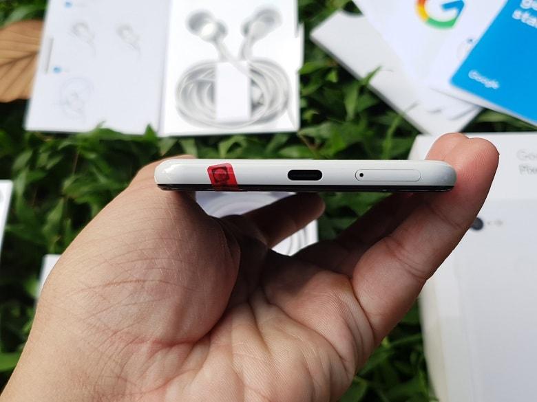 Cạnh dưới Google Pixel 3 XL xách tay