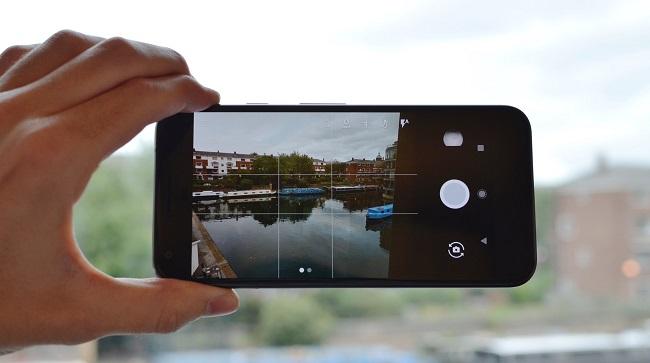Giao diện chụp ảnh của Google Pixel XL