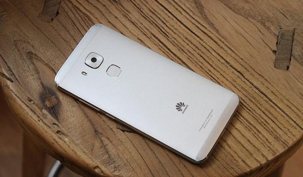 Điện thoại Huawei G9 Plus được trang bị cảm biến vân tay ở mặt lưng