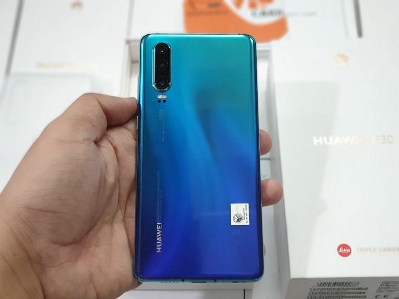 trên tay Huawei P30 chính hãng