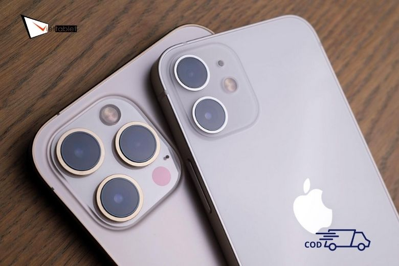 iPhone 12 Pro bên cạnh iPhone 12 tuyệt đẹp