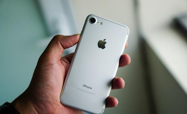 iPhone 7 Lock có kích thước 138.3 x 67.1 x 7.1 mm và nặng 138 g