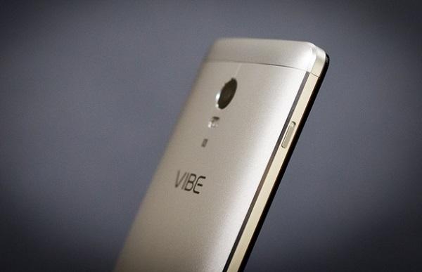 Ở cạnh trái Lenovo Vibe P1 là nút gạt giúp chuyển nhanh sang chế độ siêu tiết kiệm pin