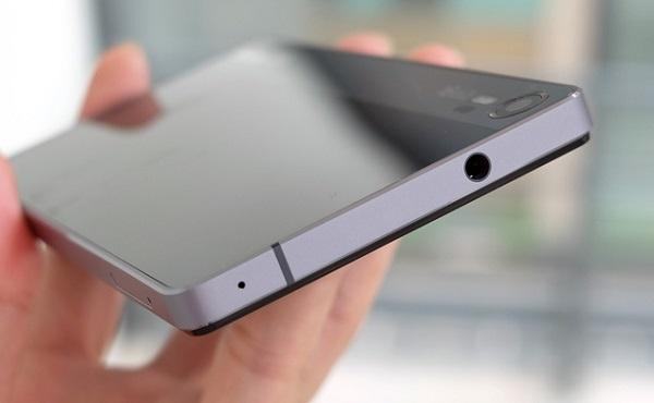 Phía trên Lenovo Vibe Shot là jack cắm tai nghe 3.5mm