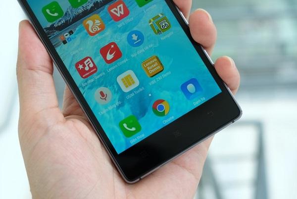 Màn hình 5 inch nhỏ gọn giúp cầm nắm Lenovo Vibe Shot dễ dàng