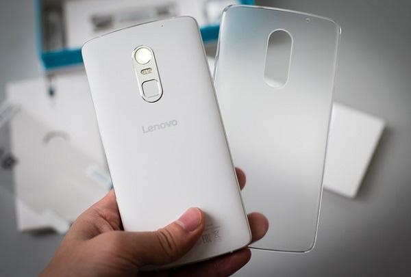 Lenovo Vibe X3 sở hữu cảm biến vân tay sau mặt lưng.