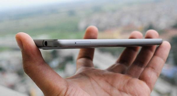 Điện thoại Lenovo Zuk Z1 có kích thước 155.7 x 77.3 x 8.9 mm và nặn 175 g