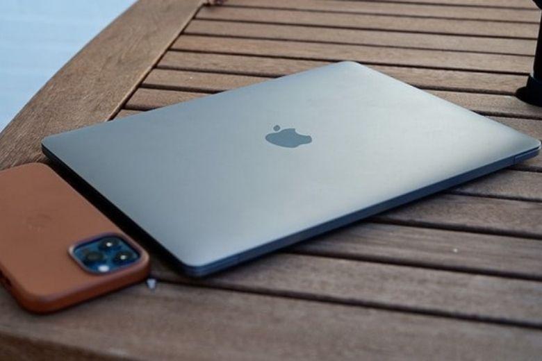 ngoại hình macbook pro 13 inch 2020