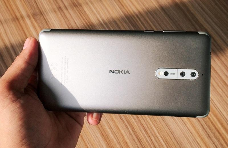 Mặt lưng Nokia 8