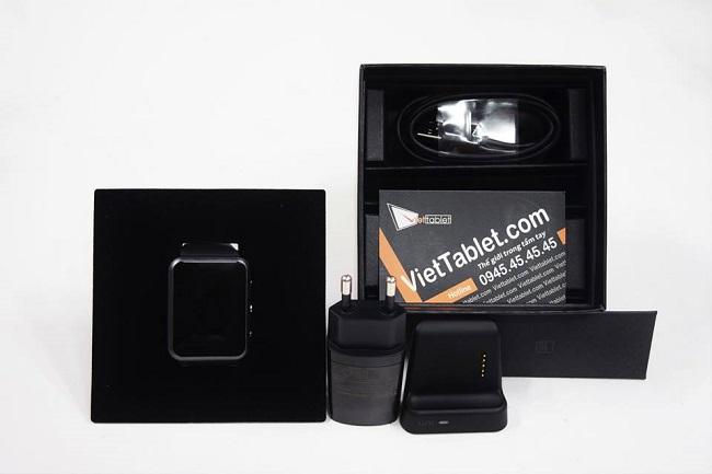 Smartwatch Luna TG-W500 và phụ kiện kèm theo