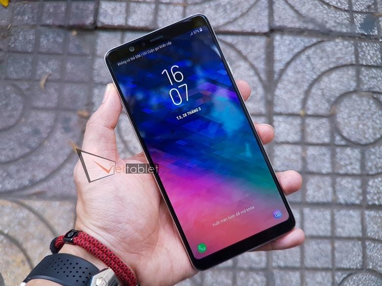 Màn hình tràn viền trên Samsung Galaxy A8 Star