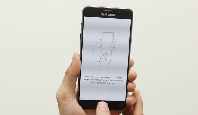 Samsung Galaxy A5 2016 được trang bị cảm biến vân tay một chạm ở nút Home