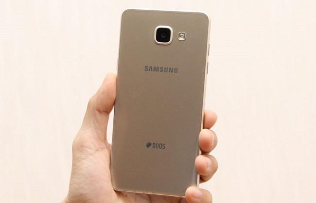 Mặt lưng Samsung Galaxy A5 2016 được thiết kế nguyên khối