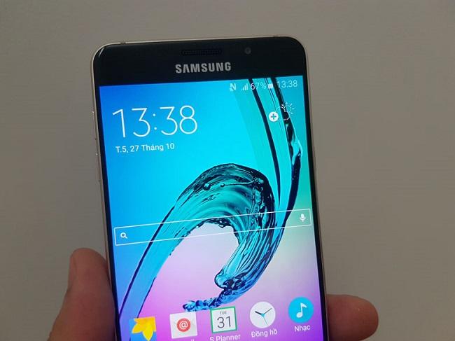 Màn hình Samsung Galaxy A7 (2016) cán mức Full HD