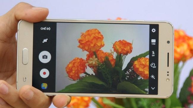 Giao diện chụp ảnh của Samsung Galaxy J5 2016