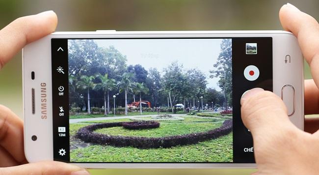 Giao diện chụp ảnh của Samsung Galaxy J5 Prime