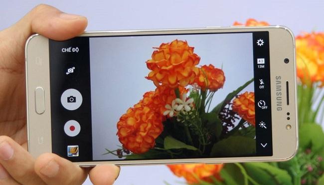 Giao diện chụp ảnh của Samsung Galaxy J7 2016