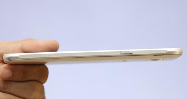 Samsung Galaxy J7 2016 có số đo kích thước 151.7 x 76 x 7.8 mm và nặng 170 g
