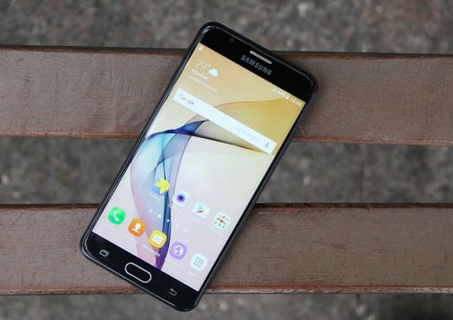 Samsung Galaxy J7 Prime chạy Android v6.0 (Marshmallow) khi xuất xưởng