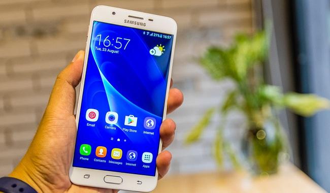 Các góc cạnh Samsung Galaxy J7 Prime được bo cong tạo cảm giác thoải mái khi sử dụng