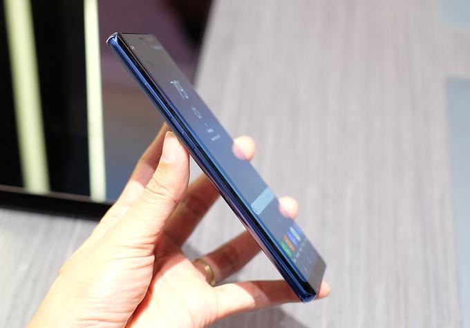Cạnh trái Galaxy Note 8