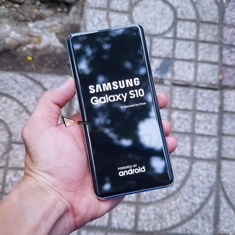 Khởi động Samsung Galaxy S10 xách tay Hàn