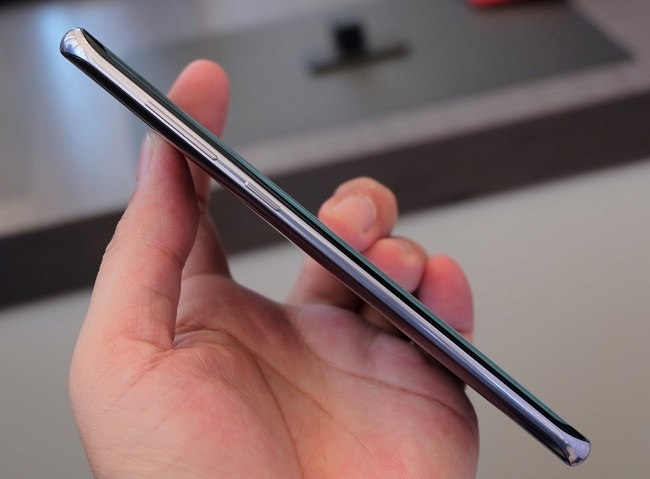 Cạnh trái Samsung Galaxy S8