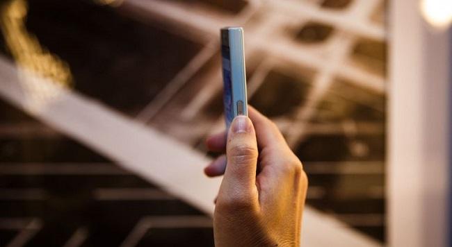 Nút nguồn Sony Xperia X Compact được trang bị cảm biến vân tay