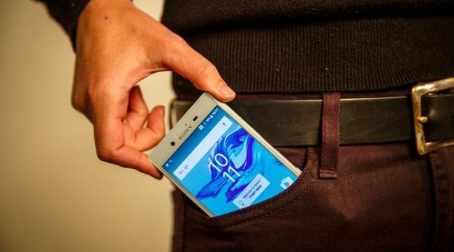 Dễ dàng bỏ Sony Xperia X Compact gọn trong túi