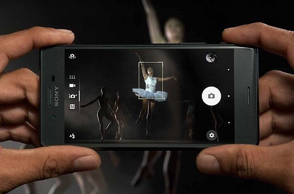 Camera của Sony Xperia X Performance có khả năng lấy nét trong đêm ấn tượng