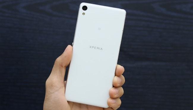 Mặt lưng Sony Xperia XA Cũ được làm bằng nhựa