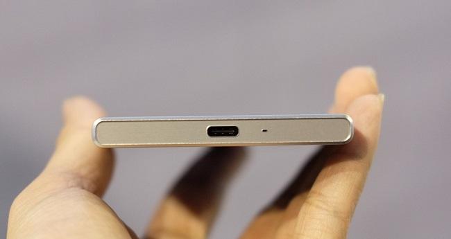 Sony Xperia XZ cạnh dưới