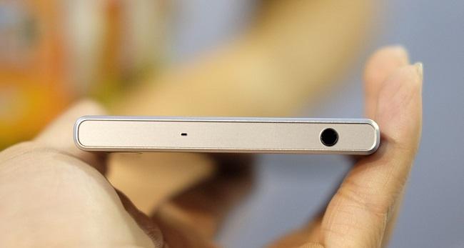 Trên đỉnh Sony Xperia XZ là jack 3.5 mm quen thuộc