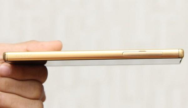 Sony Xperia Z5 Premium có kích thước 154.4 x 75.8 x 7.8 mm và nặng 180 g