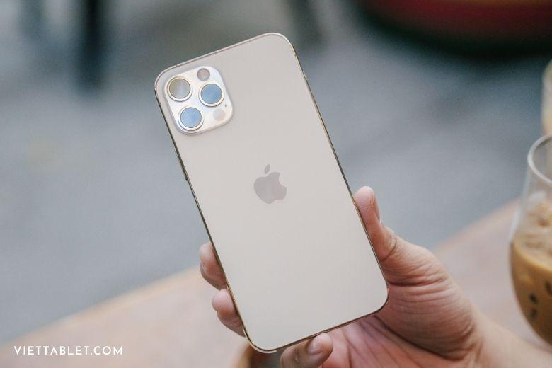 iPhone 12 pro màu vàng gold