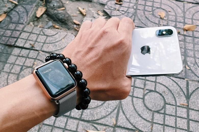 dùng iPhone nên mua Apple Watch